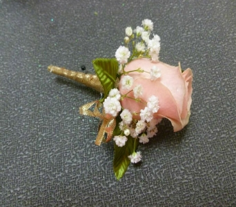 Boutonniere 4 in Frankfort IL, The Flower Cottage