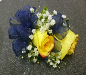 Wrist Corsage 11 in Frankfort IL, The Flower Cottage