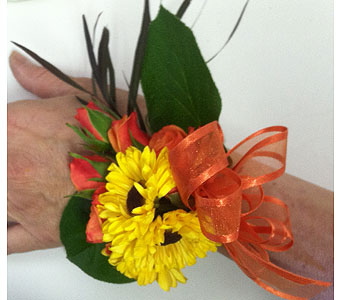 Daisy Corsage in Pleasanton CA, Bloomies On Main LLC