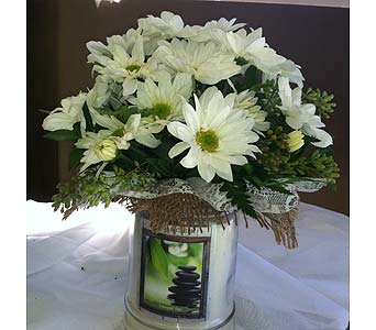 Candles and Daises in Chattanooga TN, Chattanooga Florist 877-698-3303