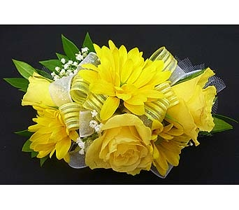 Yellow Daisy and Spray Rose Corsage in Mesa AZ, Watson Flower Shops