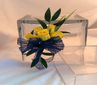 Yellow Spray Rose Boutonni�re  in Greenville SC, Expressions Unlimited