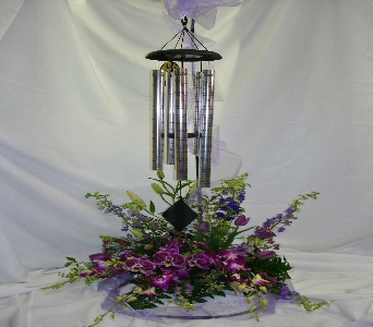 CHIME WITH FLOWER ARRANGEMENT in Pittsburgh PA, Harolds Flower Shop