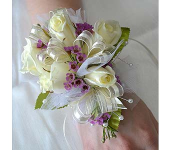 Classic Elegance Corsage in Dearborn Heights MI, English Gardens