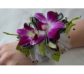 Fancy and Fabulous Corsage in Dearborn Heights MI, English Gardens