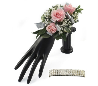 Traditional 3 Pink Sweetheart Rose Wrist Corsage in Southfield MI, Thrifty Florist