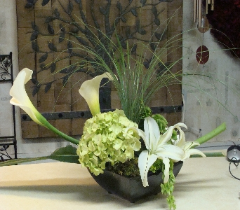 STYLISH CALLA LILIES in Flushing MI, Flushing Florist & Greenhouse