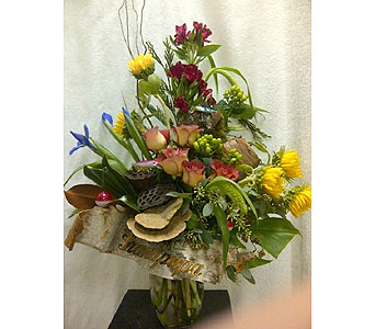 Outdoors Vase Arr in Timmins ON, Timmins Flower Shop Inc.