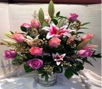 Wow Her Arrangement in Kingston NY, Flowers by Maria