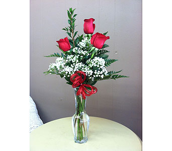 3 Rose Budvase in Creedmoor NC, Gil-Man Florist Inc.