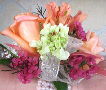 Peach and Pink in Farmington CT, Haworth's Flowers & Gifts, LLC.