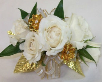 White and Gold in Farmington CT, Haworth's Flowers & Gifts, LLC.