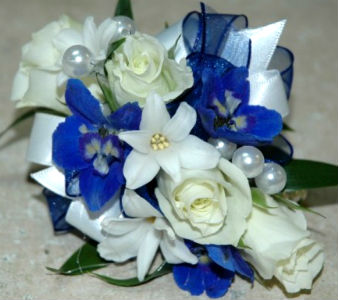 White and Blue in Farmington CT, Haworth's Flowers & Gifts, LLC.