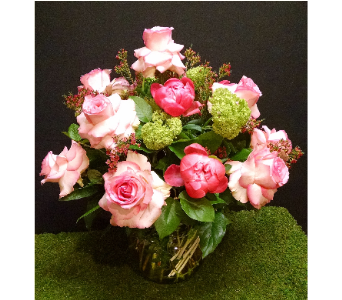 Signature Roses in Massapequa Park NY, Bayview Florist & Montage  1-800-800-7304