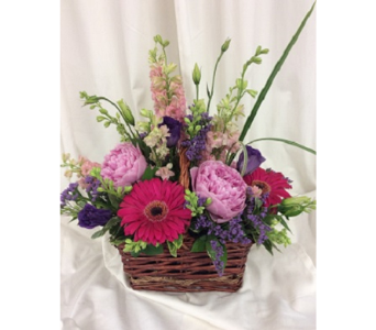 Basket of Beauty in Medfield MA, Lovell's Flowers, Greenhouse & Nursery