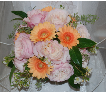 Wedding bouquet with garden roses in Scarborough ON, Helen Blakey Flowers