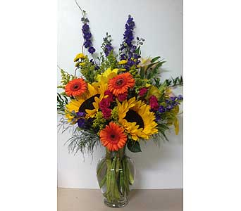 Summer Sunflower Craze-11 inch Vase-One-Sided in Wyoming MI, Wyoming Stuyvesant Floral