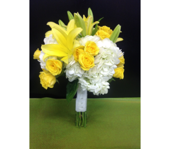 Yellow & White Bouquet in Kissimmee FL, Golden Carriage Florist