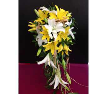Yellow & White Cascade in Kissimmee FL, Golden Carriage Florist