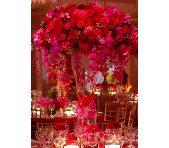 Red & Hot Pink Centerpiece in Kissimmee FL, Golden Carriage Florist