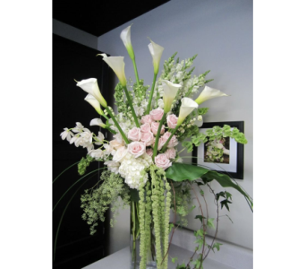 Grand Vase Arrangement in Kissimmee FL, Golden Carriage Florist