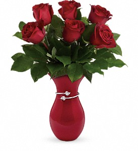 Teleflora's Gift From The Heart Bouquet in Yuba City CA, Elegante' Petals