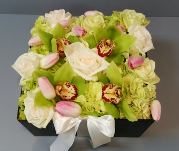 Flower Gift Box in Lemont IL, Royal Petals
