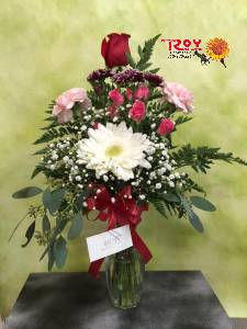 Classic Embrace in Cornwall ON, Fleuriste Roy Florist, Ltd.