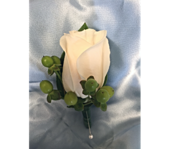 Rose Boutonniere with Berries in Bethesda MD, Suburban Florist