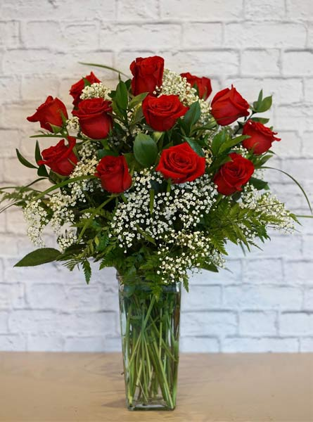One Dozen Deluxe Red Roses in Chicagoland IL, Amlings Flowerland