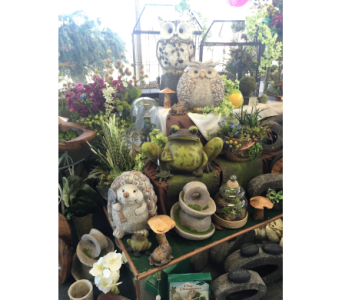 Garden decor in Kennewick WA, Shelby's Floral