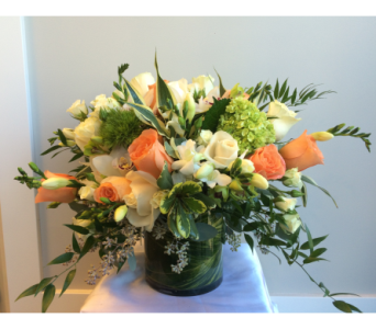 Peaches and Creams�  in Victoria BC, Fine Floral Designs