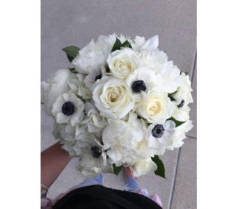 Simply White in Lakewood CO, Petals Floral & Gifts