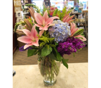 Classic English Blooms in Princeton, Plainsboro, & Trenton NJ, Monday Morning Flower and Balloon Co.