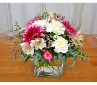 Pretty in Pink in Oakville ON, Margo's Flowers & Gift Shoppe