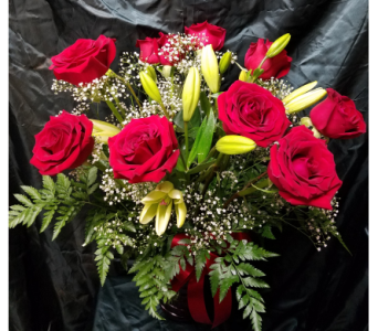 Roses and Asiatic Lillies in Lewiston ID, Stillings & Embry Florists