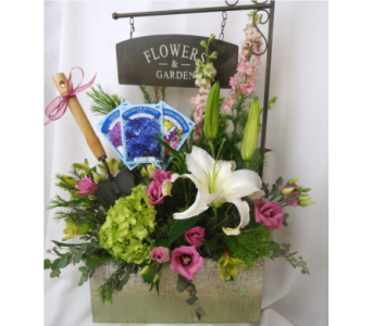 Garden Box of Blooms in Saratoga Springs NY, Dehn's Flowers & Greenhouses, Inc