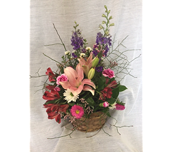 Mom''s Basket in Newton KS, Designs By John Flowers & Tuxedos, Inc