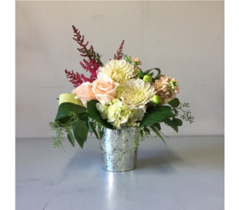 Gray Lynn Flower Arrangement in Walla Walla WA, Holly's Flower Boutique