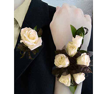 Rose Corsage/Boutonniere Set in Perrysburg & Toledo OH  OH, Ken's Flower Shops