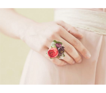 Spray Rose Ring Corsage in Neenah WI, Sterling Gardens