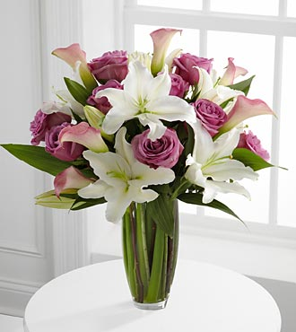 Flowing Luxury Rose & Lily Bouquet - 19 Stems - VA in Highlands Ranch CO, TD Florist Designs