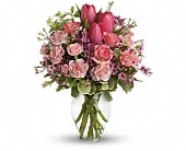 Full Of Love Bouquet in Harlan KY, Coming Up Roses