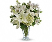 Auburndale Flowers - Teleflora's Purest Love Bouquet - Flowers From The Heart