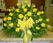 Yellow Rose Table Arrangement in Frankfort IL, The Flower Cottage