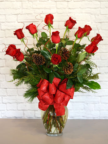 Christmas Deluxe Dozen in Arlington Heights IL, Sylvia's - Amlings Flowers