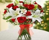 Holiday Vase in Canton, Pennsylvania, Stulls Flowers
