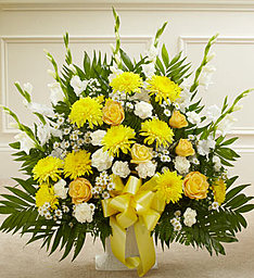 Traditional Yellow & White in East Amherst NY, American Beauty Florists