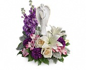 Teleflora's Beautiful Heart Bouquet in La Prairie QC, Fleuriste La Prairie