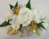 White and Gold in Farmington, Connecticut, Haworth's Flowers & Gifts, LLC.